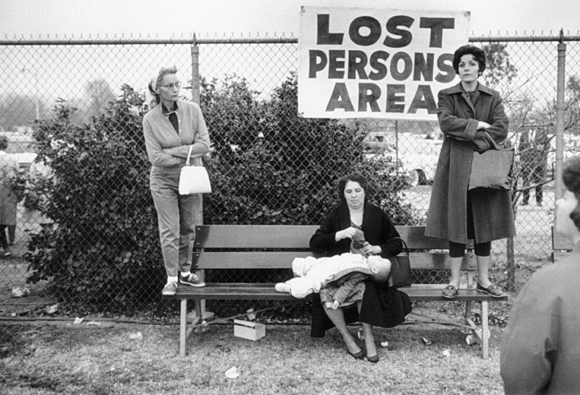 ERWITT_1963_Pasadena_California_LOST_PERSON_AREA